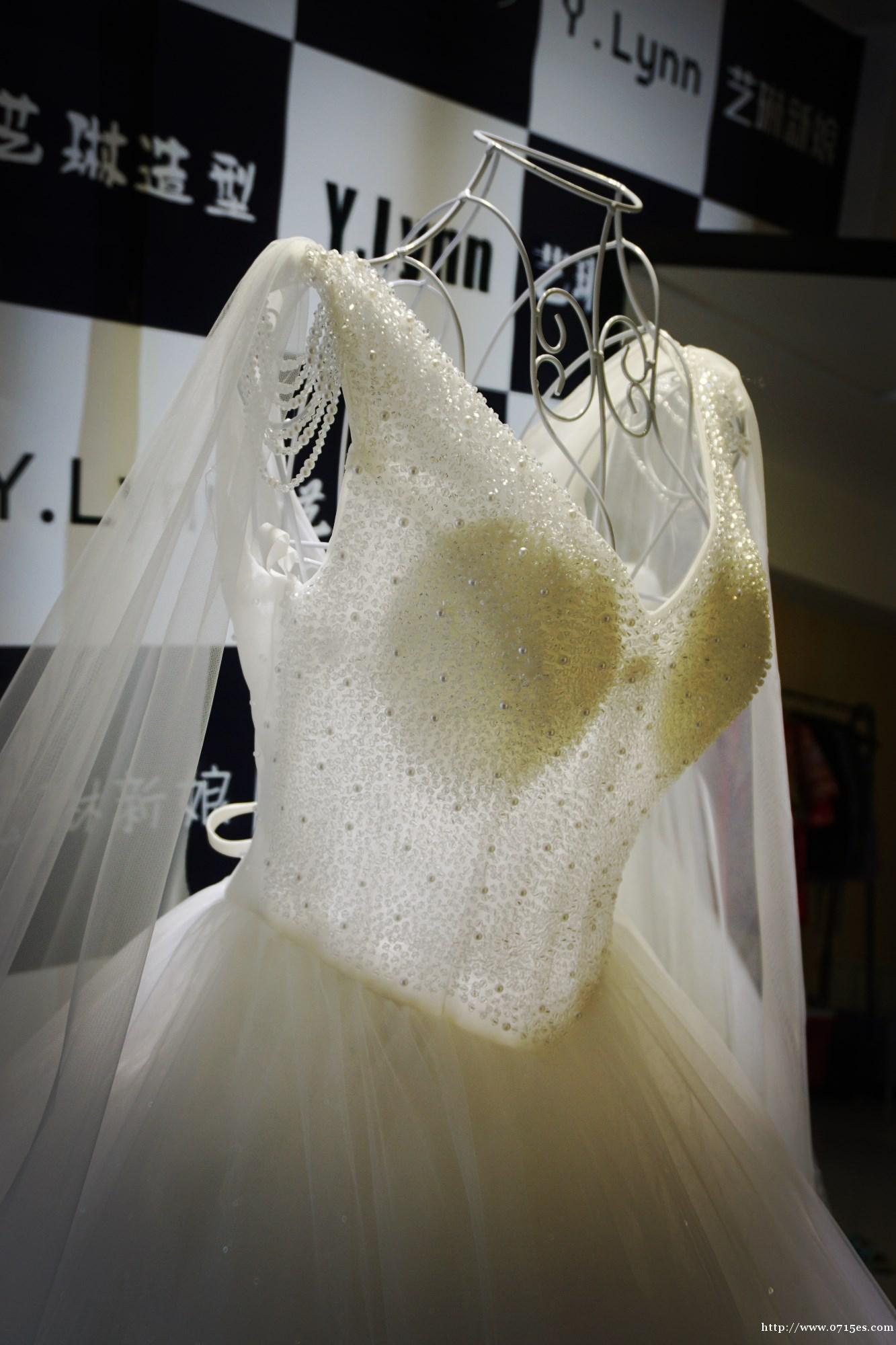 沈阳艺琳新娘,主营婚纱礼服出租,新娘跟妆舞台妆生活妆